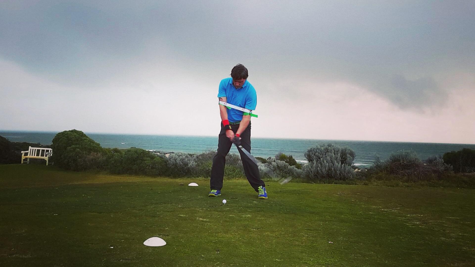 골프 프리사이스-57 파워 골프스윙연습기는 ball striking을 향상하는 데 도움을 줄 수 있습니다.